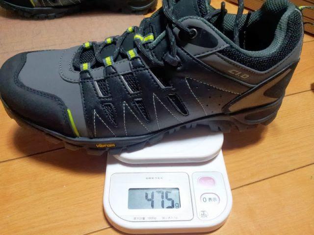 dhbのSPDシューズの片足の重量を計測しています。