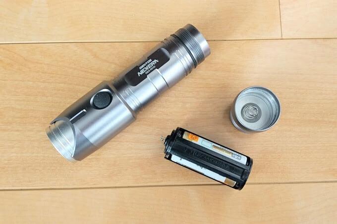 NEX-901D、単4電池を外した状態