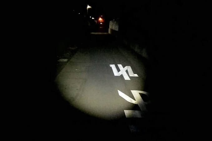 NEX-901D、夜道でスポットビームを使用