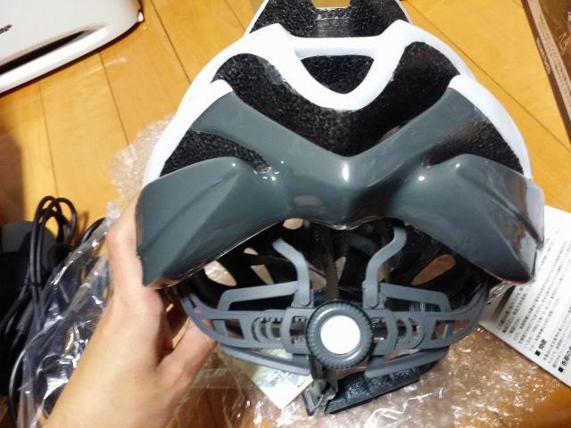 モンベルのサイクルヘルメット後ろのダイヤル式アジャスター