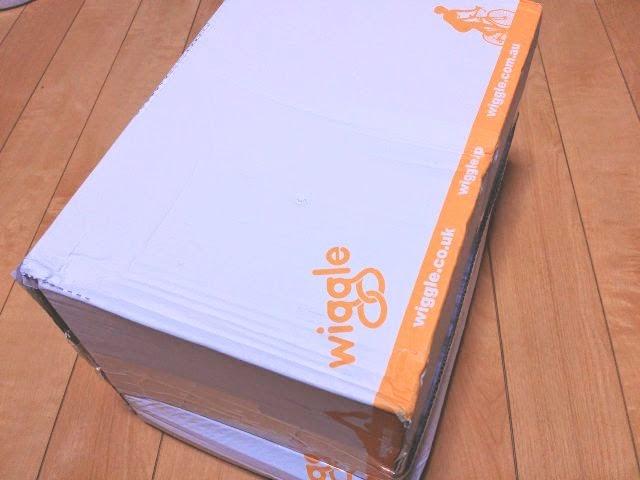海外通販wiggleの箱