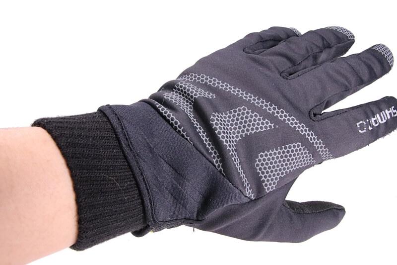 冬用サイクルグローブの下にダイソーのインナーグローブを着用