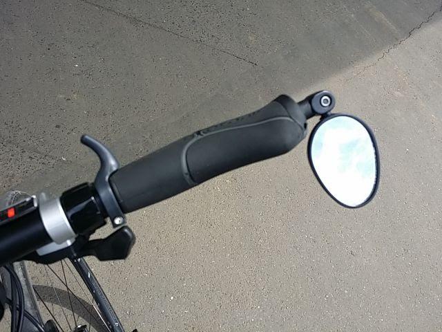 サイクルミラーをバーエンドに取り付けた