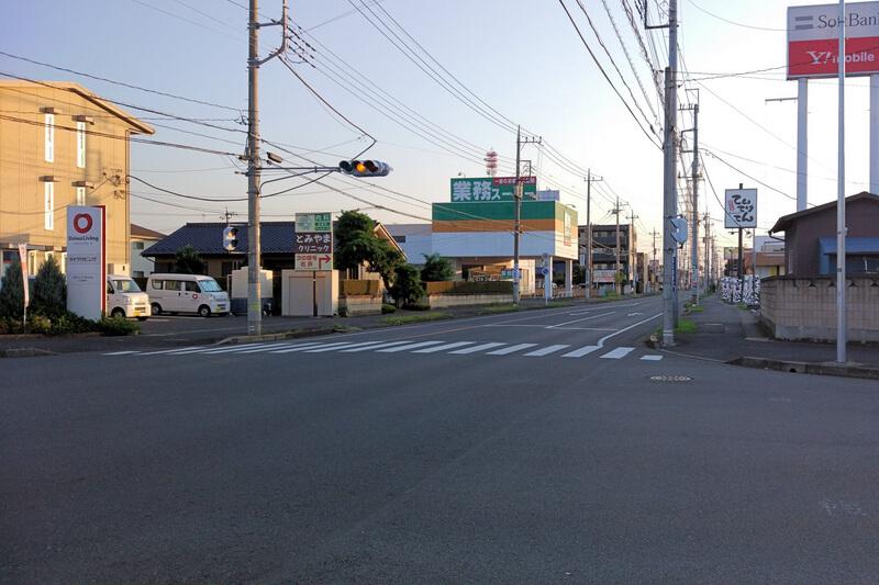 早朝の道路