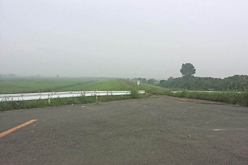 早朝のサイクリングロード
