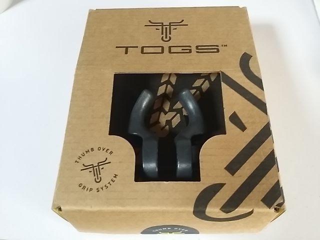 箱に入っているブラックのTOGS