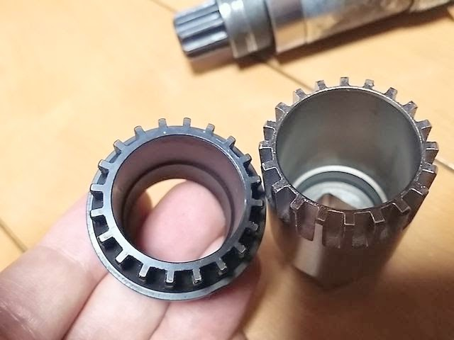 TL-UN74-SとイオンのBB取り外し工具を比較