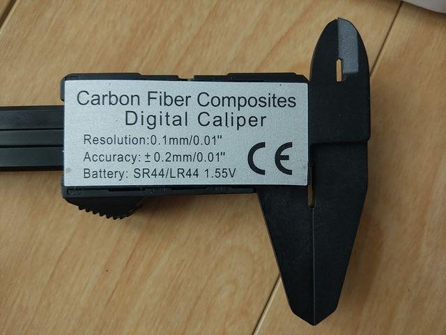 カーボン製デジタルノギスの精度
