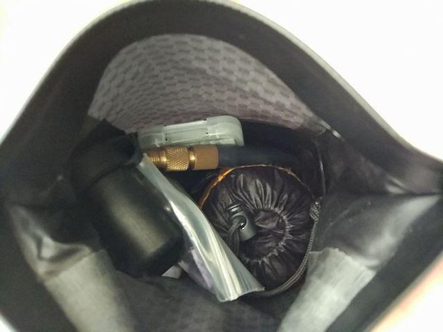 オルトリーブのサドルバッグ、マイクロにポケッタブルリュックを入れる