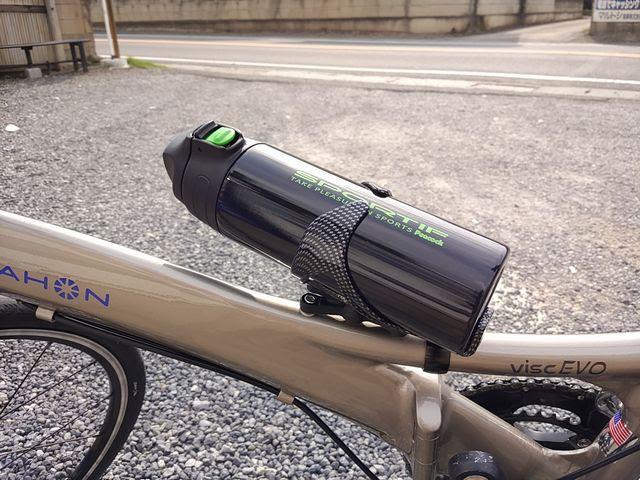ピーコックAJC-550自転車のボトルケージに入れる