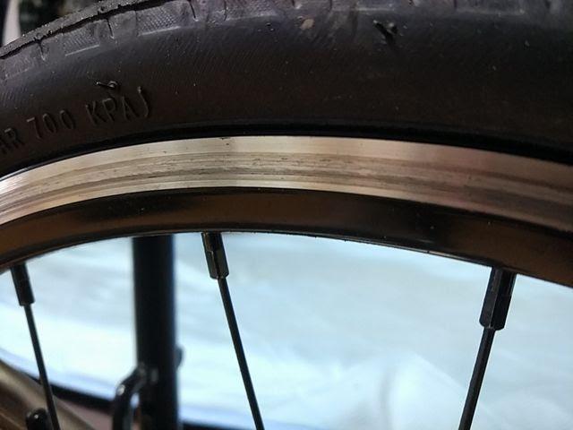 自転車ホイールのリムの傷