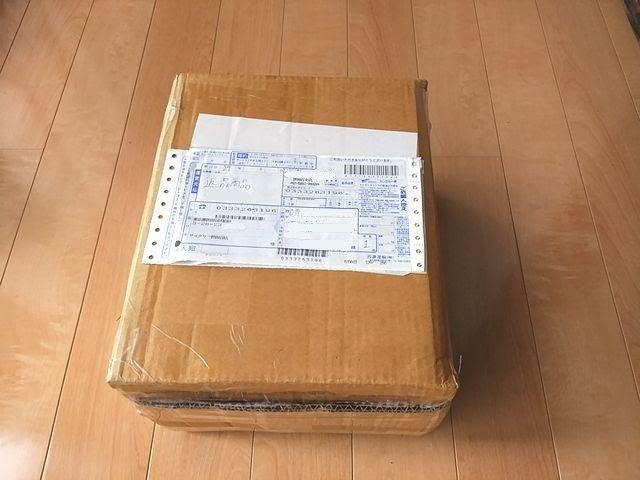 サイクリーの返送用の箱に伝票を貼り付けてある