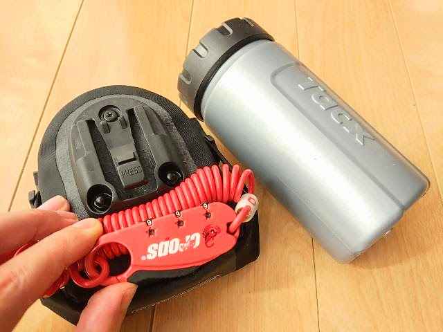 クロップス Q3 SPD08とサドルバッグとツールボトル