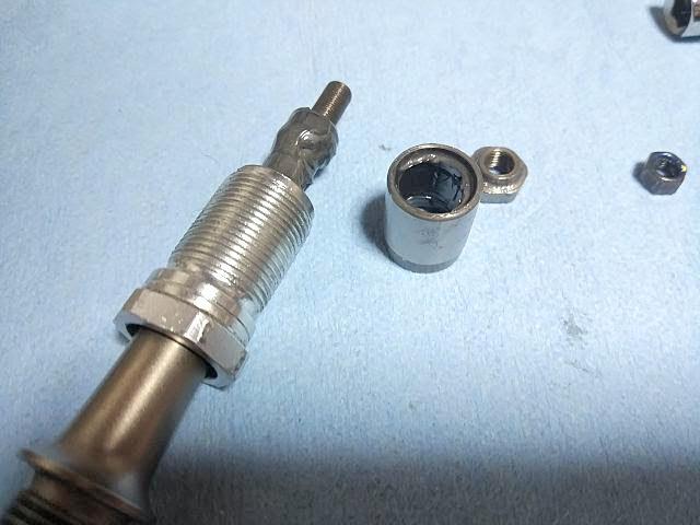 シマノSPDペダル、PD-M780の玉受けを外す