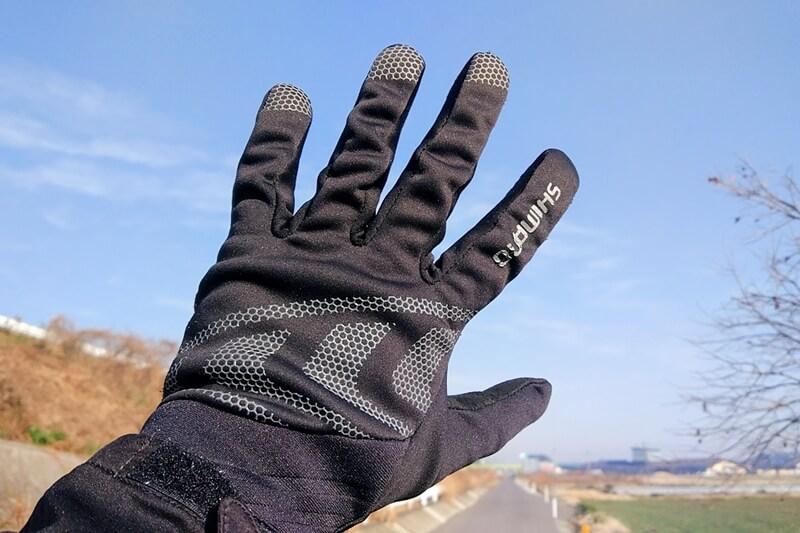 冬用サイクルグローブの下にインナーグローブを着用
