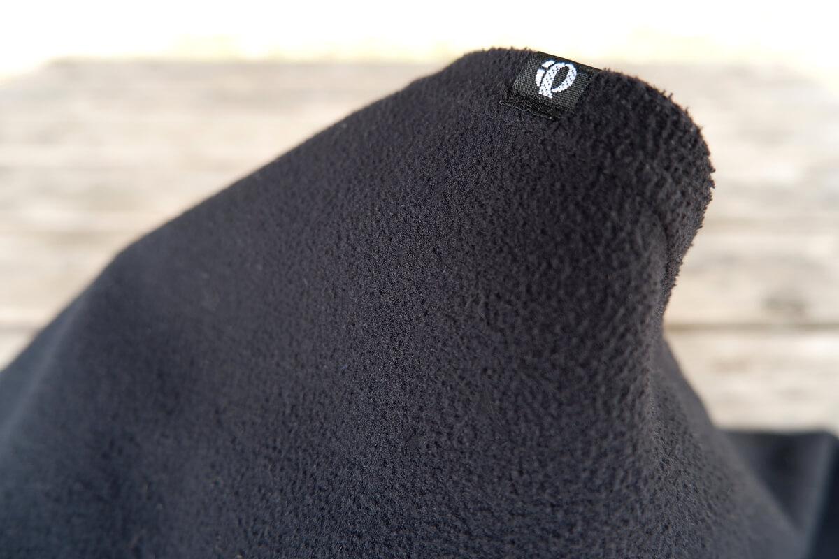 パールイズミ ネックウォーマーの内側はフリース素材