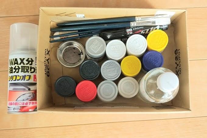 MRホビーとタミヤカラーのアクリル塗料