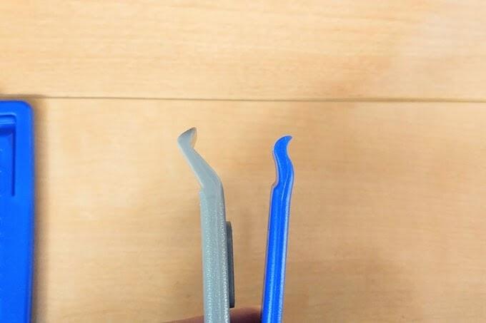パナレーサーとシュワルベのタイヤレバーの爪の形状