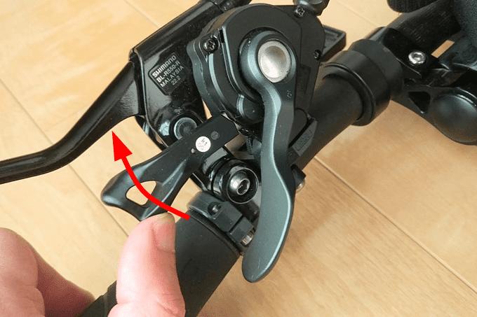 シマノ、SL-4700のレバーを指で操作