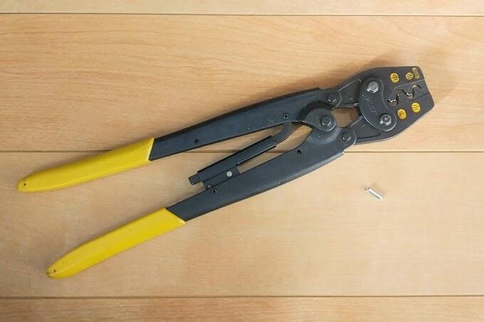 エンドキャップとリングスリーブ用圧着工具