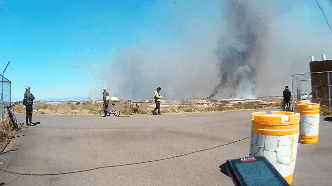 渡良瀬遊水地のヨシ焼き、大きく立ち上る煙