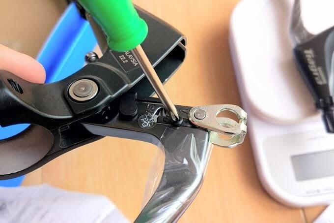 Tiagra BL-4700のモード切替、ドライバーでネジを外す