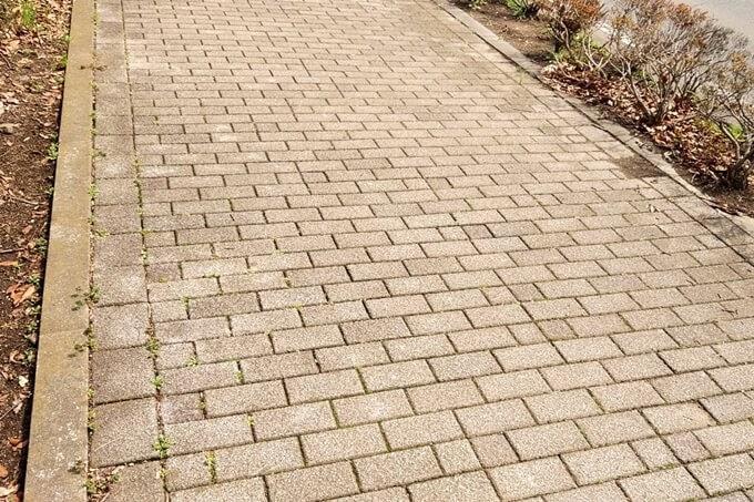 レンガの石畳でできた道路