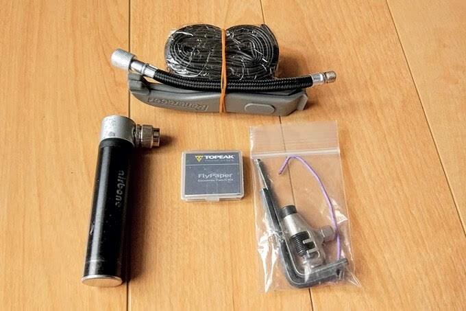 整理後のサドルバッグの中身、詳細は以下