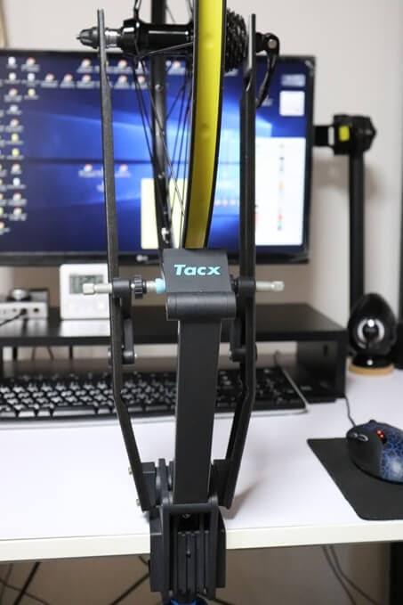 振取台 Tacx T3175をパソコンデスクに固定