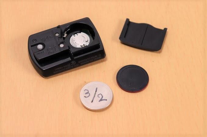 キャットアイ サイコン、ストラーダスマート(CC-RD500B)の電池を取り外した状態