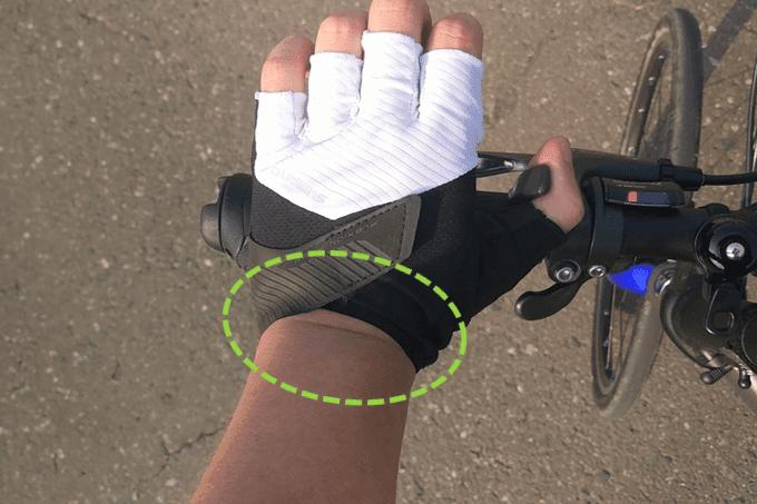 シマノの自転車用グローブ、Escapeグローブとフラットバーハンドル