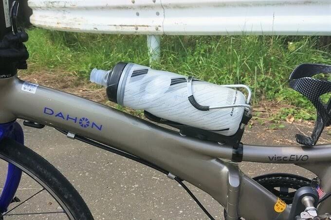 DAHON Visc EVOとキャメルバックの自転車ボトル