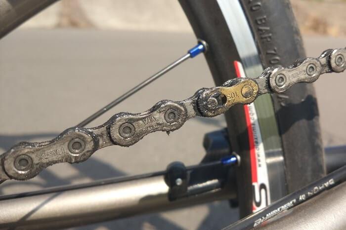 ゴリックスの自転車用チェーンルブ、GORIX-Lineを差したチェーン