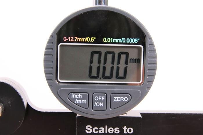 デジタル式スポークテンションメーター、デジタル画面とボタンの説明