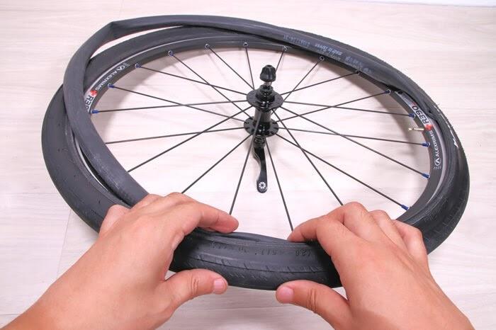 正しい自転車チューブの入れ方