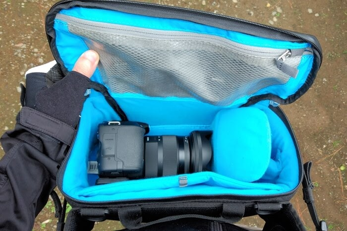 Thule スリングバッグに一眼レフカメラを入れる