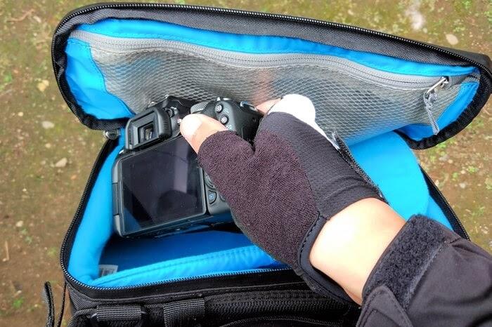 Thule スリングバッグに一眼レフカメラを仕舞う