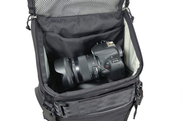 CHROME(クローム)のカメラバッグ「NIKO PACK」の上部ポケットに一眼レフカメラを入れてみた