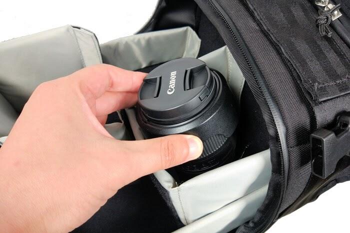 CHROME(クローム)のカメラバッグ「NIKO PACK」、保護パットで仕切ってレンズを保護