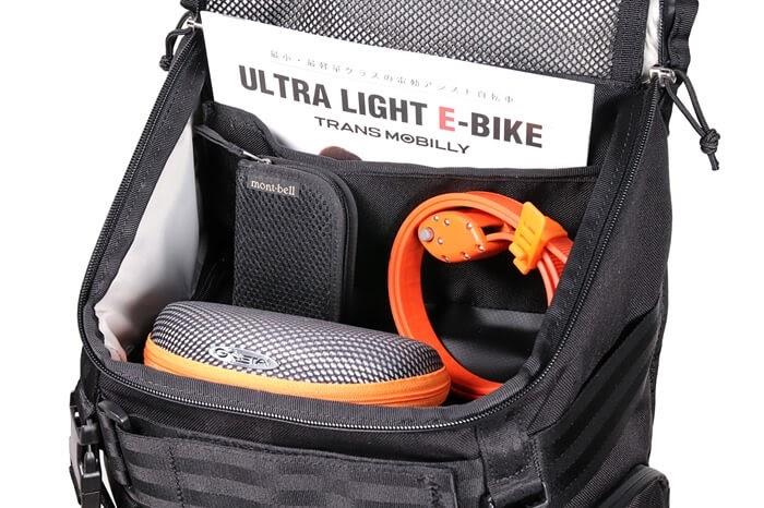 CHROME(クローム)のカメラバッグ「NIKO PACK」上部ポケットに荷物を入れた状態