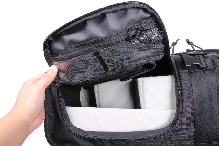 CHROME(クローム)のカメラバッグ「NIKO PACK」はサイドポケットからアクセスできる