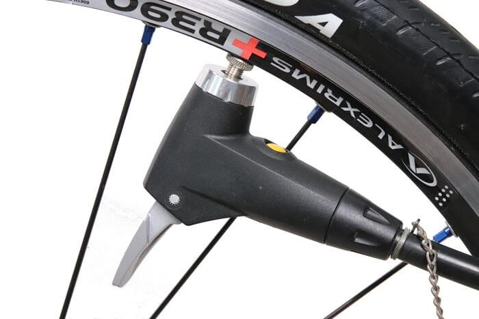 自転車の空気圧を適正に保つ