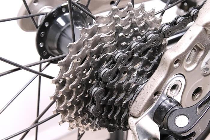 自転車チェーンとスプロケットの黒ずみ