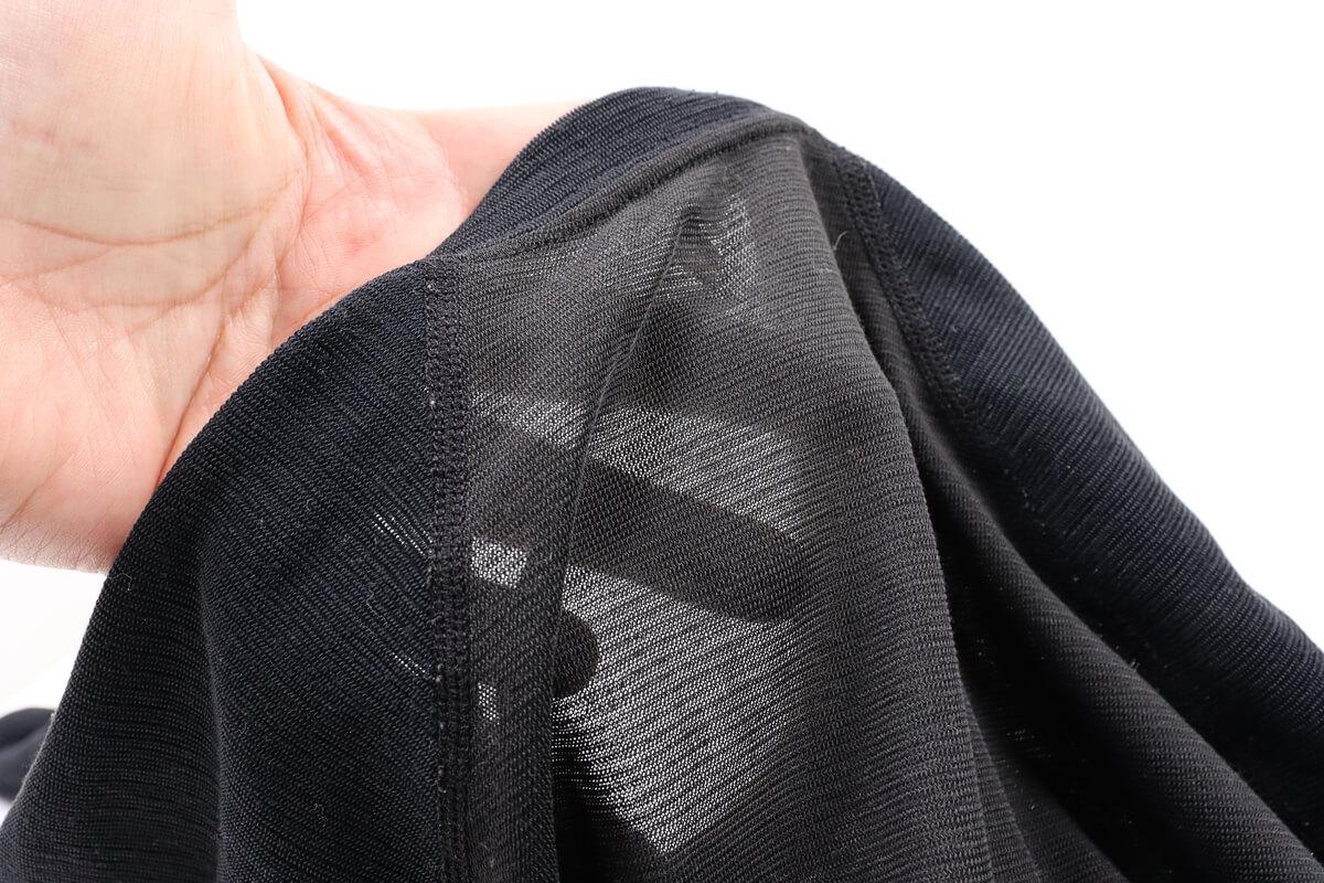 モンベル ジオライン M.W.サイクルアンダーシャツ、背中の生地