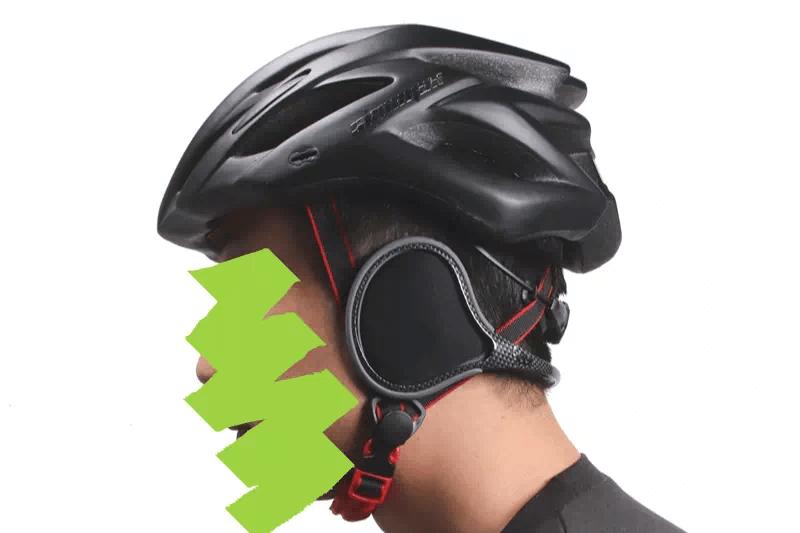 ヘルメットを着用してから180S イヤーウォーマーを装着する