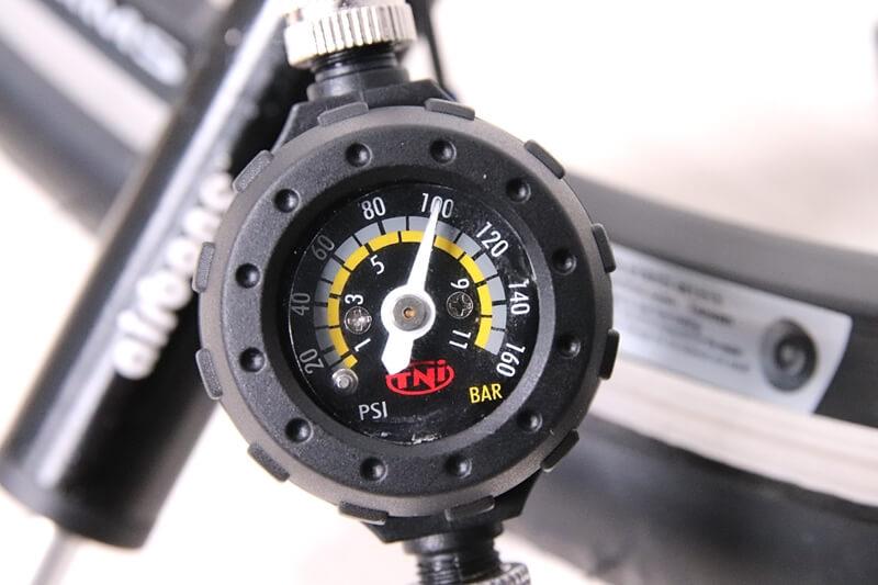 TNI ケータイゲージの空気圧ゲージは正確