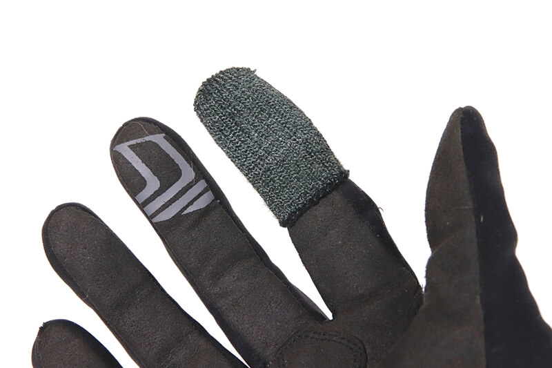 YUBISAKIの指サックを分厚い手袋に装着