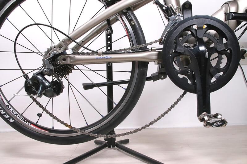 チェーンが外れた自転車