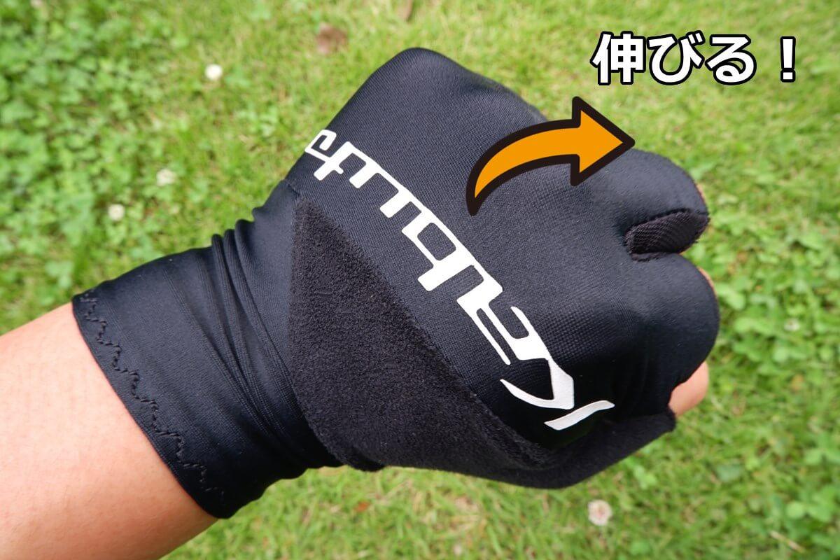 OGK kubuto PRG-8を着用して拳を握る