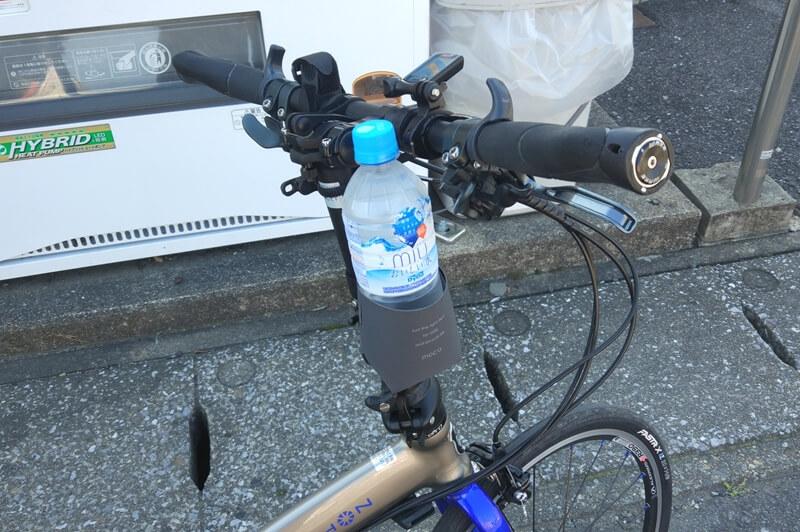モカ カップホルダーにペットボトルを入れた